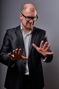 Prototyp eines Rhetorik-Trainers – die Rhetorik-Branche glänzt oft durch ungewollte Komik.